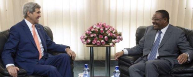 Menlu AS John Kerry (kiri) melakukan pembicaraan dengan PM Ethiopia, Hailemariam Dessalegn di Addis Ababa Kamis (1/5/2014). (Foto: AFP)