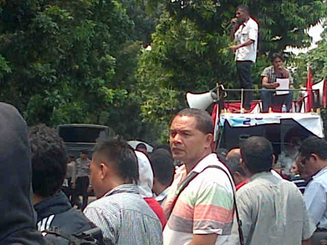 Aksi unjuk rasa Formadda NTT dan Kommas Ngada-Jakarta, Rabu (30/4/2014) mendesak penuntasan kasus pemblokiran Bandara Turelelo