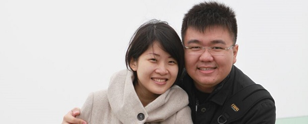 Martinus Djomi bersama isterinya, Ria Ratna Sari. (Foto: Facebook Martinus Djomi)