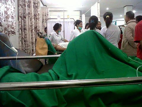 Perawatan Korban Kecelakaan Bis di Cancar, Menggarai, Flores, NTT