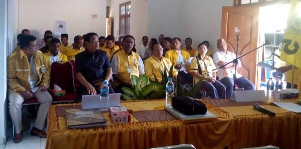 Mateus Hamsi hadir dalam musyawarah daerah DPC Golkar kubu Agung Laksono yang memilih Blasius Jeramu sebagai ketua DPC Golkar Mabar.