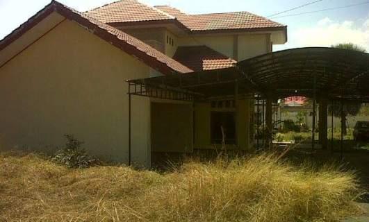 Rumah jabtan Ketua DPRD Manggarai Barat tak dihuni (Foto :Sefry Jemandu/Floresa)