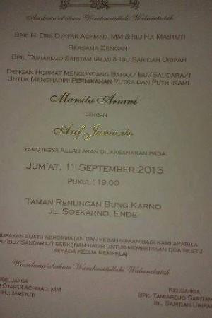 Surat undangan pesta nikah anak Wakil Bupati Ende