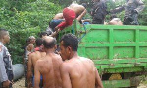 Orang-orang yang diduga pelaku pembuhunah di Mbehal-Boleng, Manggarai Barat saat diringkus polisi